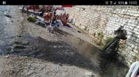 Sarande, Ksmali 2017, geplatzte Abwasser Leitungen des neuen KfW Betrugs Projektes der Botschaft