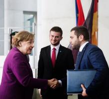 """Treffen der """"Intelligenz"""", ohne Diplom und Hochschulbidlung. Angela Merkel. Endri Fuga"""