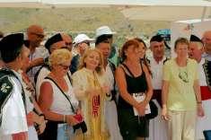 Besoffen mit Sonder Service und Folklore Truppe in Himari: GTZ Truppe. Korruptions Pure, denn die Geldmittel Verwendung überprüft man nicht