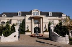 f523e-former_mansion_of_paul_castellano