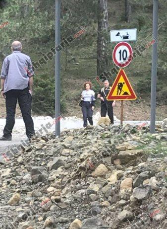 2 Schwer bewaffnete Leibwächter zum Schluß für die EU Botschafterin und Mafia Frau aus Krotien. Roman Vlahutin