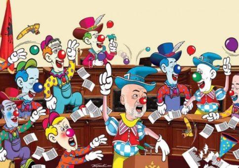 """Das Clown Parlament: """"Parlamenti i kllounave, etiketohet nga artisti i mirënjohur, Kuvendi i sotshëm që numëron 122 deputetë nga 140 që duhej të kishte"""""""