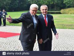 2 Super Profi Gangster und vollkommen korrupt. Steinmeier, Patrone der Anarchisten und Gangster, Gangster Boss Ilir Meta, immer noch frei, dank Steinmeier