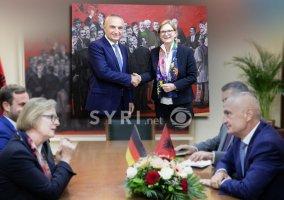 Foto Termin Diplomatie der Peinlichkeit. Susanne Schütz und der Gangster und Chef der Skrapari Bande: Ilir Meta