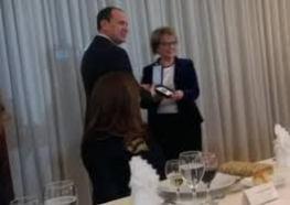 Doris Pack erhält Orden durch Bujar Nishani