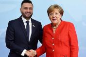 Angela Merkel und Bes Callaku 2018